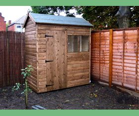 7 x 4 apex garden shed 7ft tall door and windows in 7ft